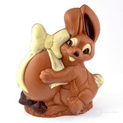 chocolade paashaas met strik en ei