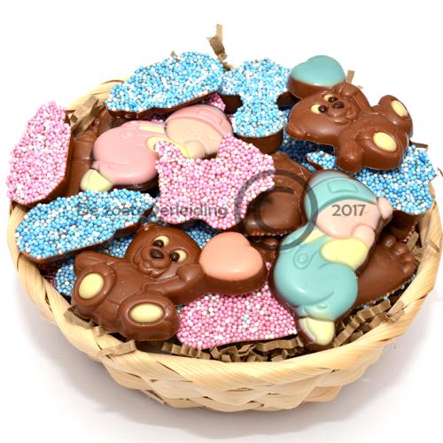 Geboorte chocolade roze blauw in mandje